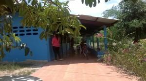 ทีมงานครูอนุบาล 4 คน กำลังปรับปรุงอาคาร รับลูก ๆ เปิดเทอมใหม่